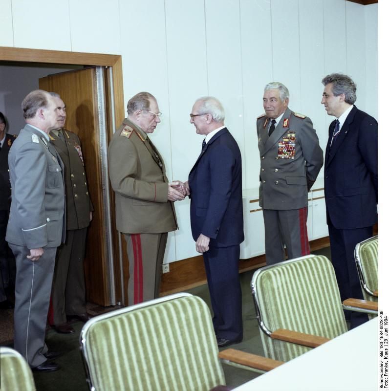 Bundesarchiv_Bild_183-1984-0628-409,_Berlin,_Honecker_empf?ngt_Dmitri_Ustinow.jpg