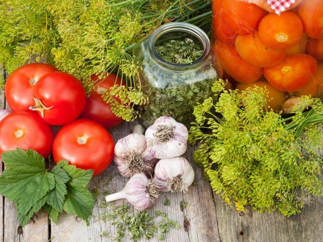Закатка помидоров - советы от завода крышек консервирования