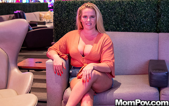 Постер:Sierra - Thick blonde pawg doing first porn (2019) SiteRip