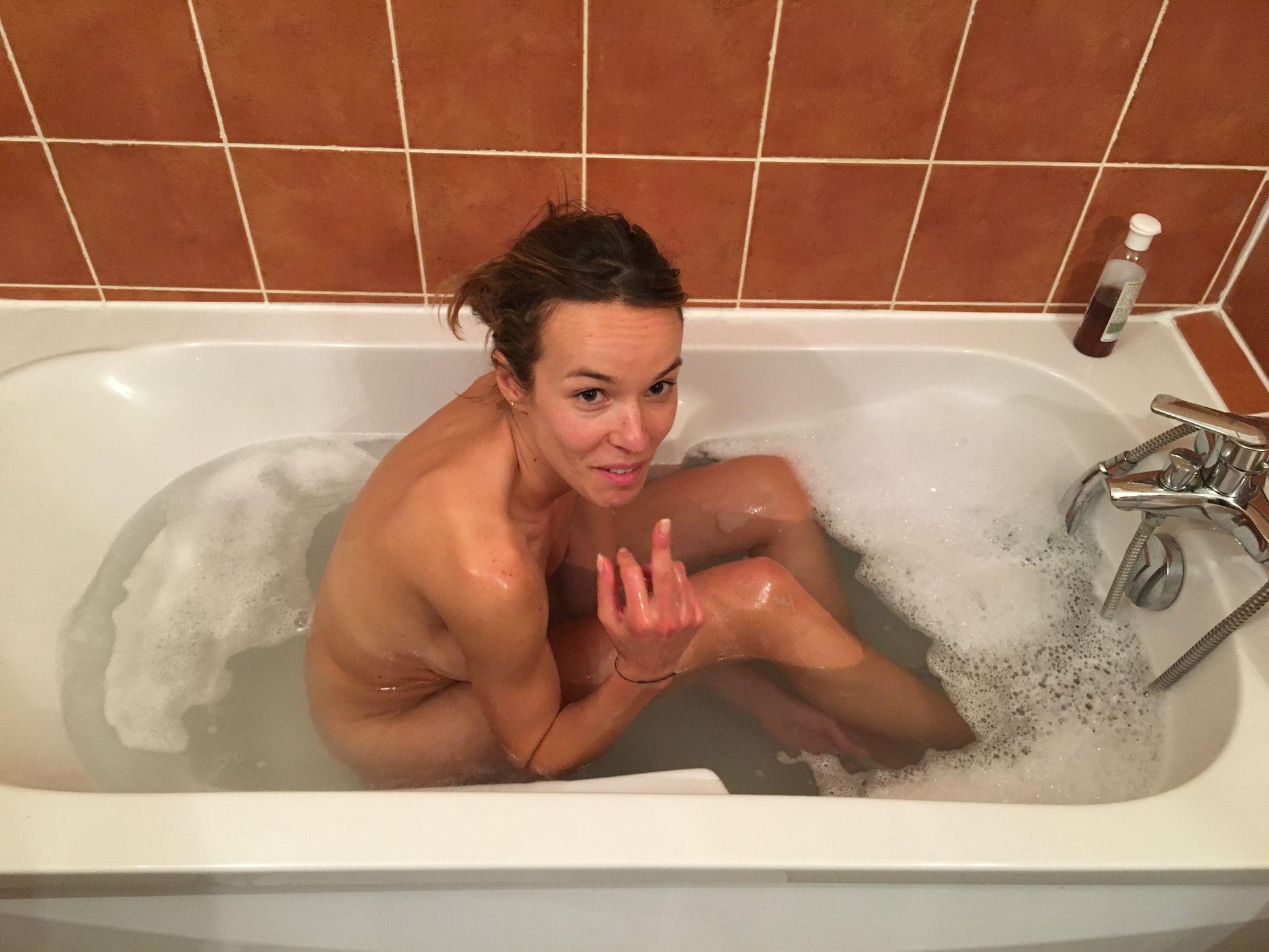 Nackt elodie fontan Mcnamee Nude