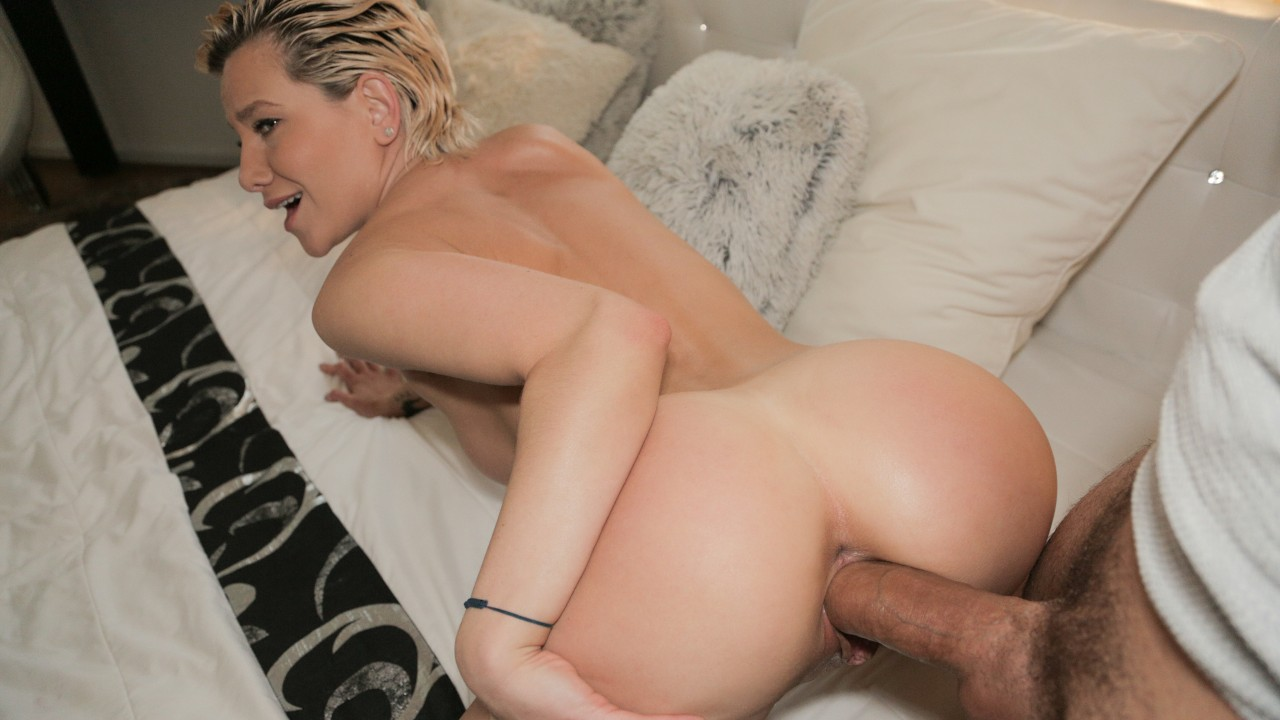 Subil Arch - MILFS Perfect Body Fucked for Cash (2020) SiteRip |