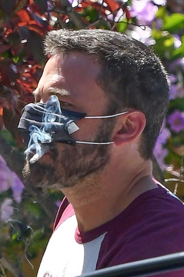 ben-affleck-smoking-5.jpg