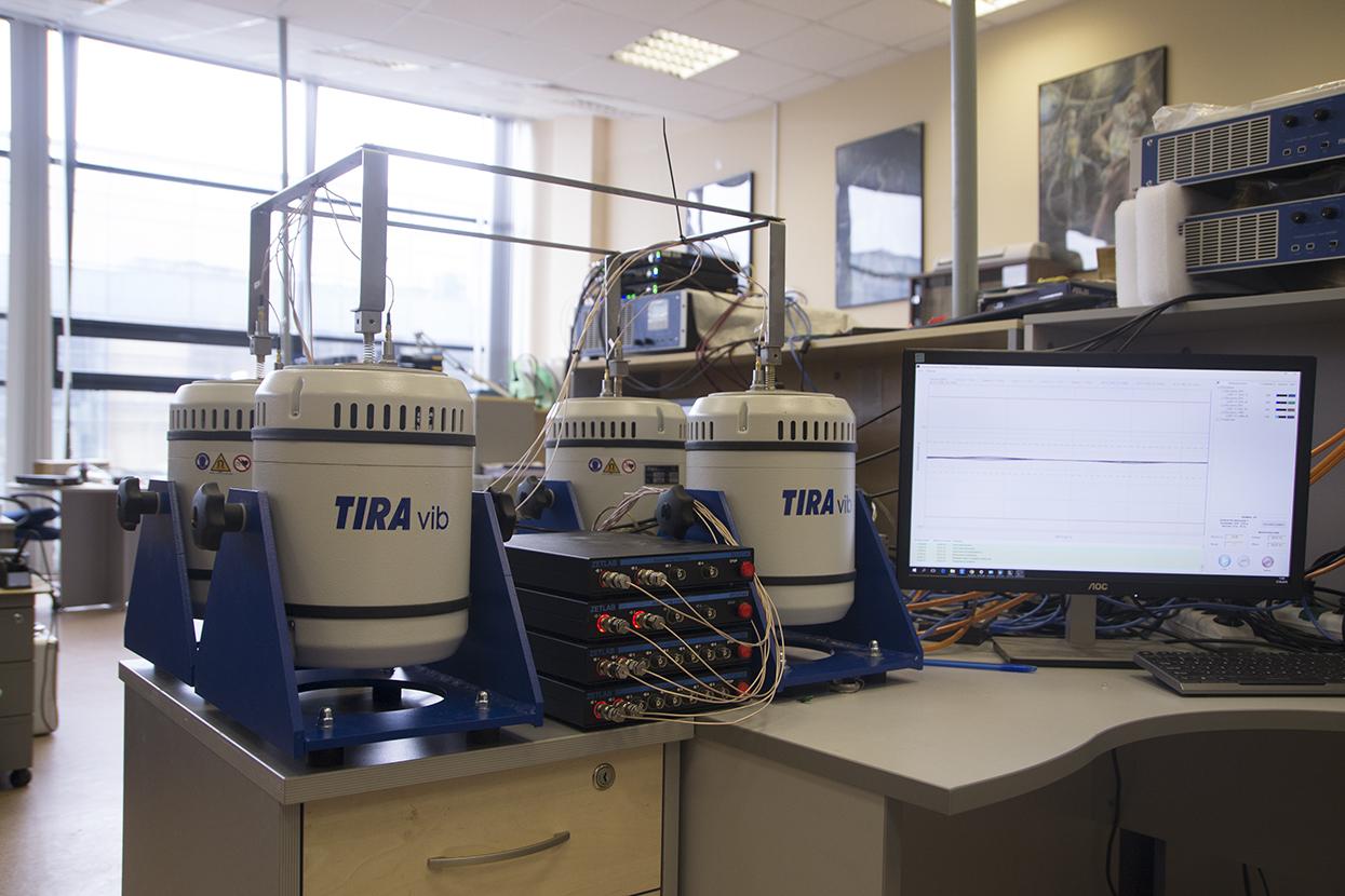 многоканальная система управления виброиспытаниями