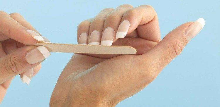 Подпиливаем свои ногти правильно.
