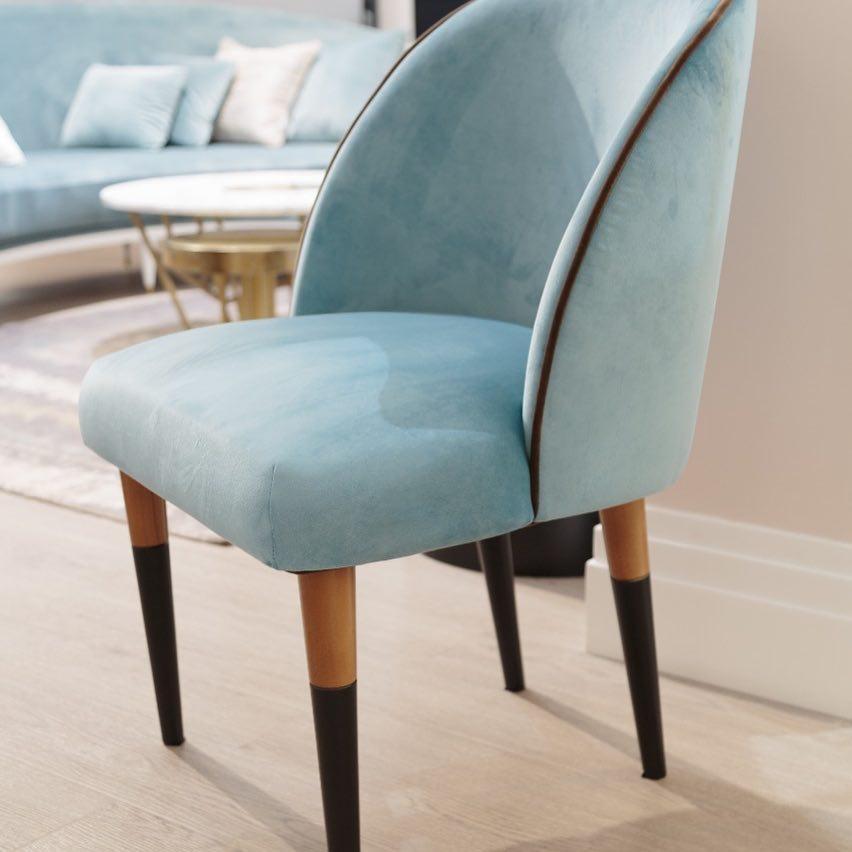 Стул-кресло Y005 не уступает в комфорте более глубоким моделям