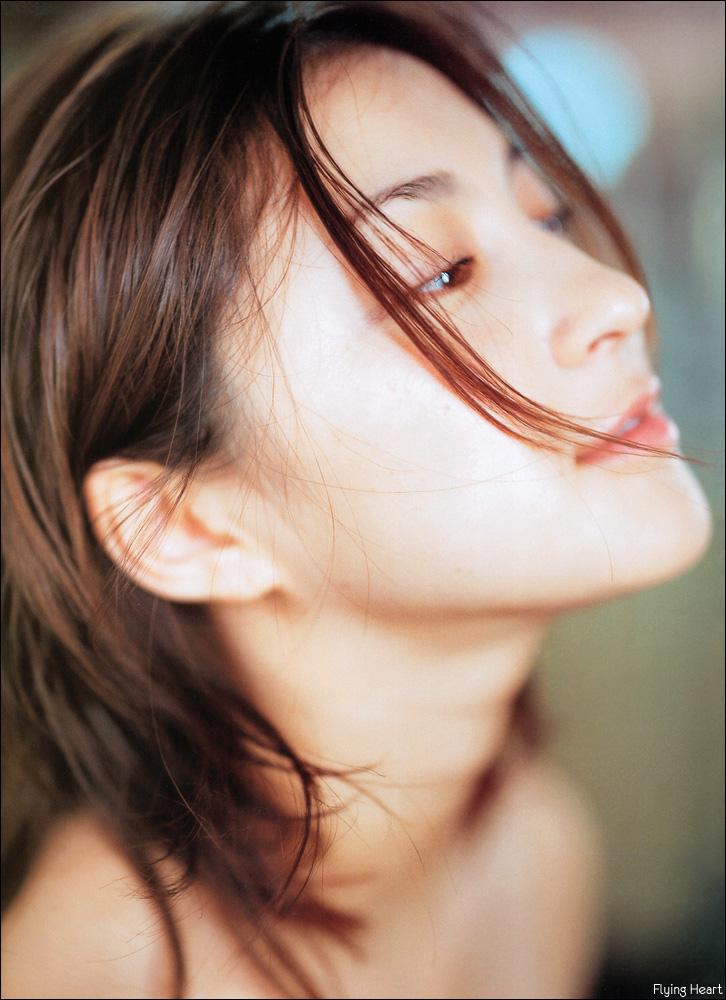 Ryoko Hirosue [PH201025002045]
