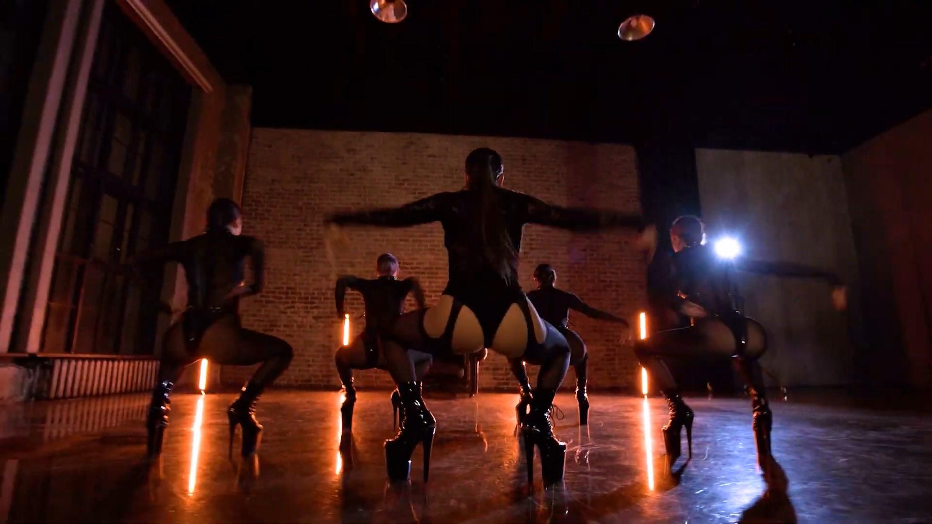 MARUV — Maria (Official Dance Video).mp4_snapshot_02.48_[2020.11.16_21.56.02].jpg