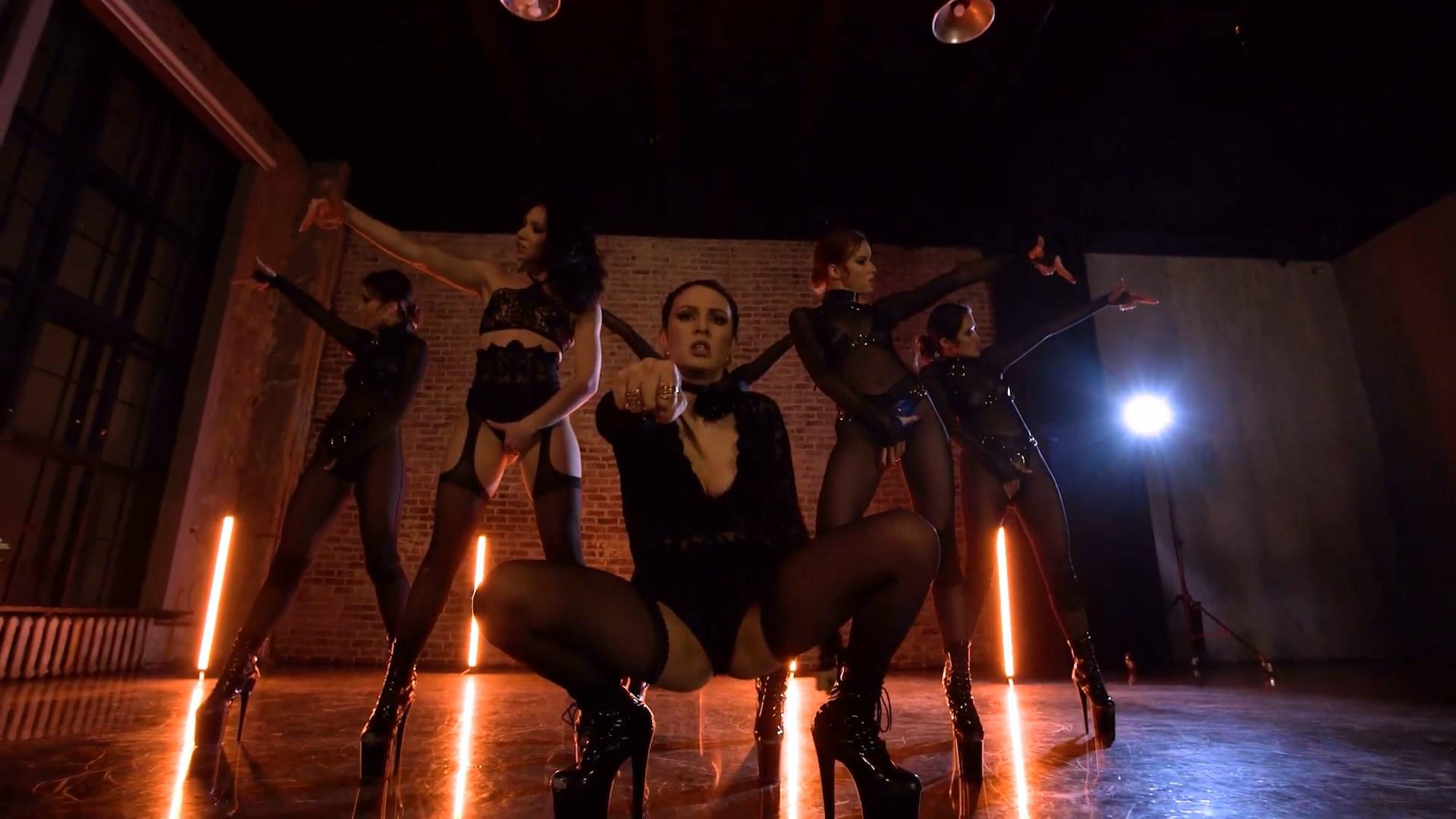 MARUV — Maria (Official Dance Video).mp4_snapshot_03.10_[2020.11.16_21.56.51].jpg