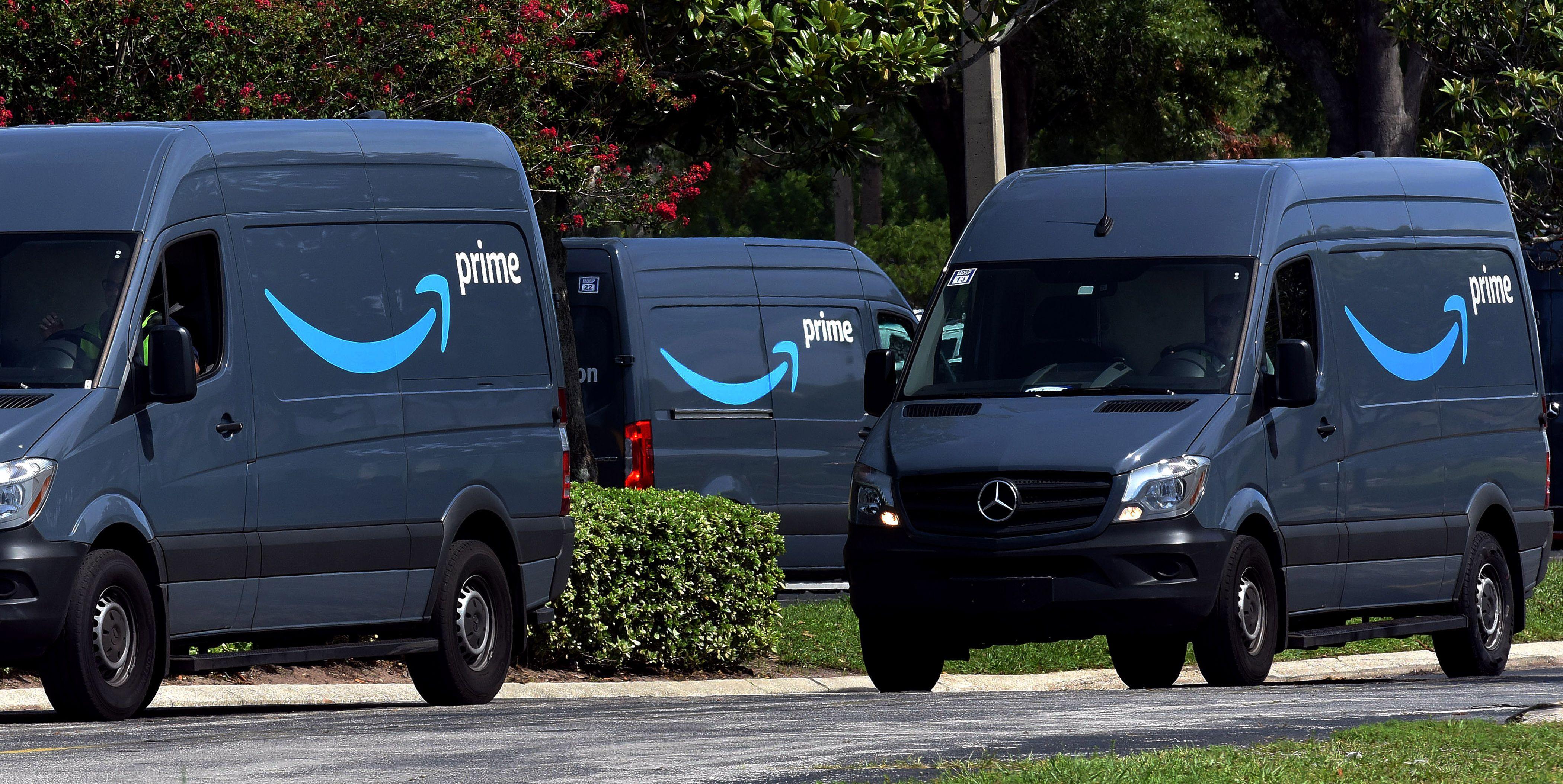 Автомобили курьерской службы Amazon