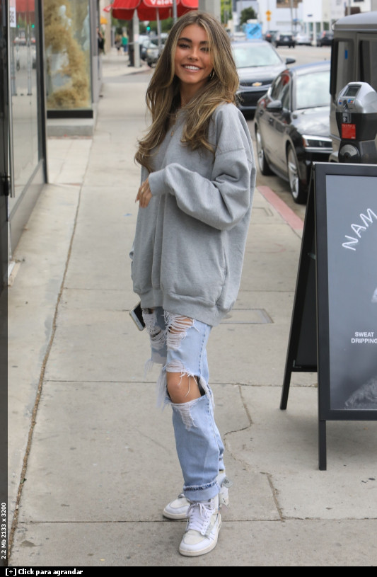 Madison-Beer-outside-Alen-M-Femme-Coiffure-hair-salon-in-West-Hollywood-4%2F4%2F19-y6wpwbb1si.jpg