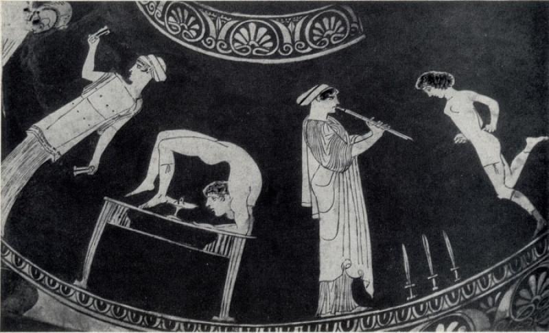 Античные цирковые номера: демонстрация гибкости и быстрый танец вокруг мечей.